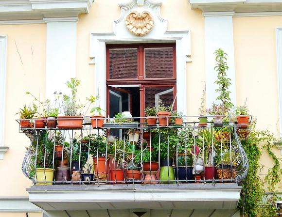balcony-2374933_960_720