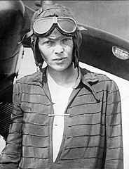 Amelia_Earhart_awaits_transatlantic_flight_1928